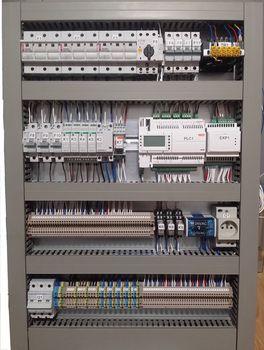 Prefabrykacja rozdzielnic automatyki, składanie szaf sterowniczych